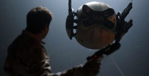 Tom-Cruise-in-Oblivion-2013-Movie-Image2