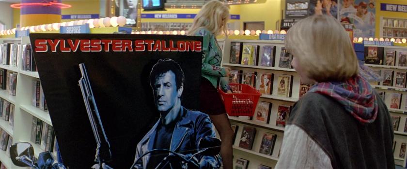 last-action-hero-danny-devant-l'affiche-de-terminator-avec-stallone