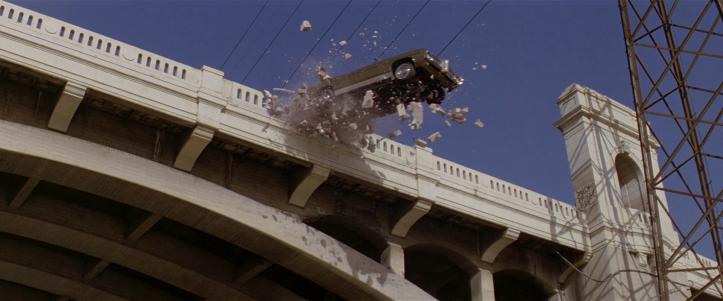 last-action-hero-la-cadillac-de-jack-slater-sautant-d'un-pont