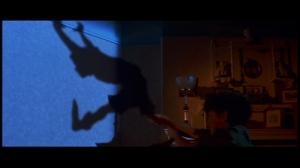 Un flashback nous récapitule l'histoire de Peter Pan lorsqu'il était encore enfant et jusqu'à l'age adulte. Que lui est-il arrivé? Cette séquence est elle aussi très fidèle au dessin animé.