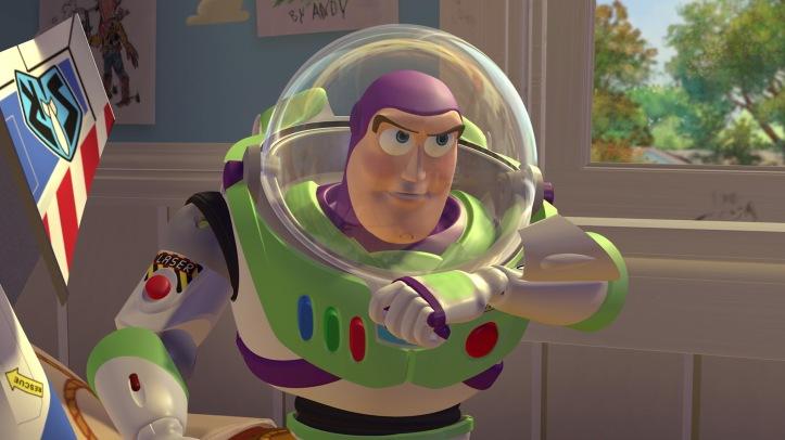 Journal de bord, Buzz l'Eclair. Année 4072, mon astronef a quitté la trajectoire du secteur 9. Je me suis écrasé sur une étrange planète. L'impact a mis fin à mon hyper-somnolence