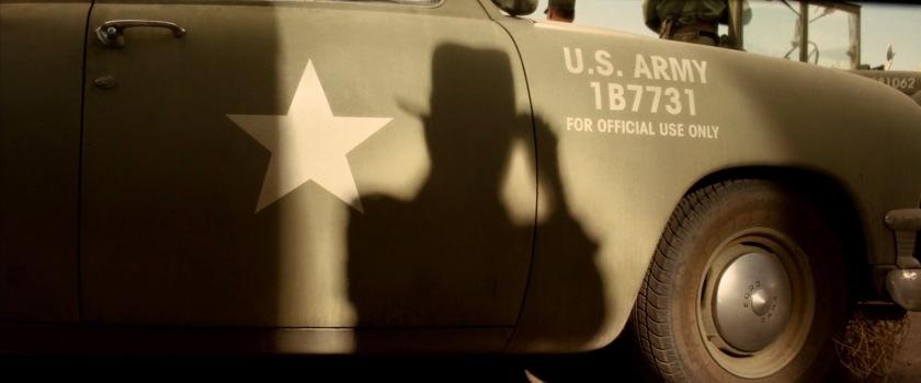 debut indiana jones royaume du crane de cristal sihlouette jeep armée