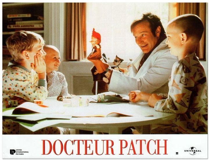 docteur-patch s amuse avec les enfants malades