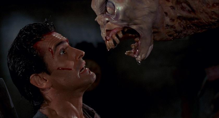 evil dead 2 ash face à un demon