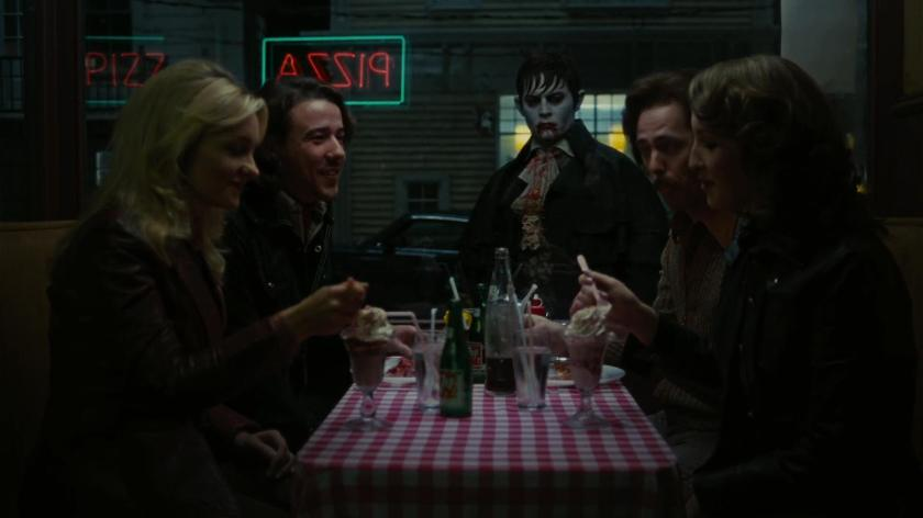 darkshadows-movie barnabas devant un diner