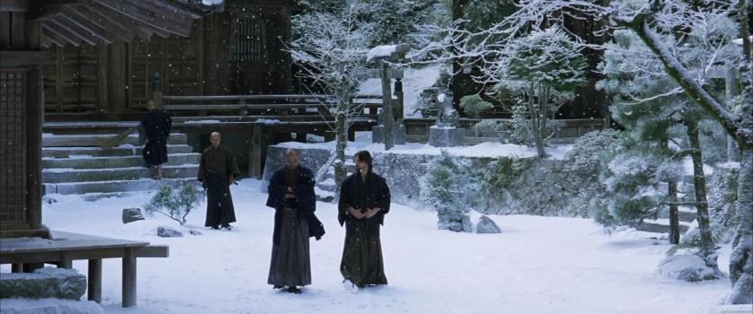 le dernier samourai katsumoto et nathan discutent sous la neige