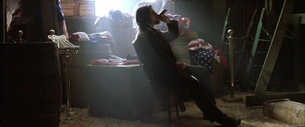 le dernier samourai nathan bois une bouteille d'alcool