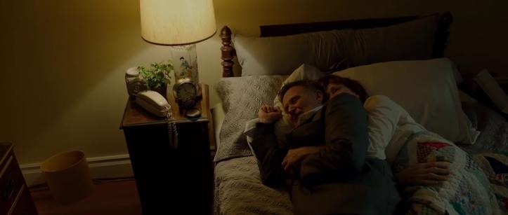 boulevard nolan et sa femme joy s'enlacent dans leur lit