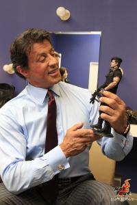 Stallone et sa figurine hot toys barney ross