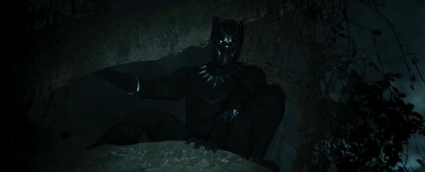 black-panther-movie caché sur la branche d un arbre