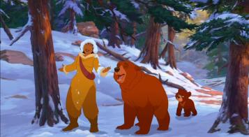 frere des ours 2 kinai et nita rient sous la neige alors que kofa fait la tete
