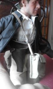 Indiana Jones Figure - Raiders of the Lost Ark - 16 scale figure etui du revolver