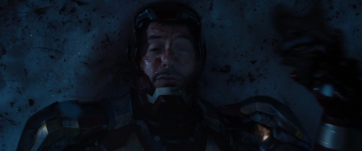 iron-man3 tony blessé dans son armure