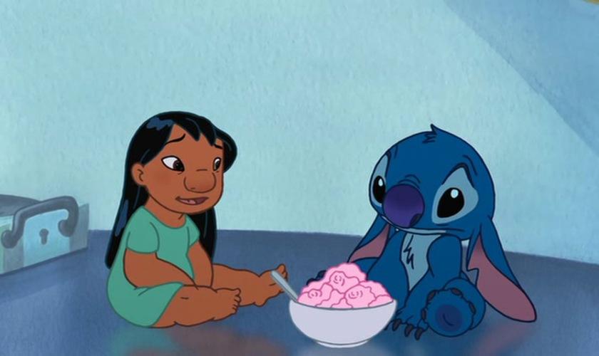 stitch le film lilo mange une glace avec stitch triste