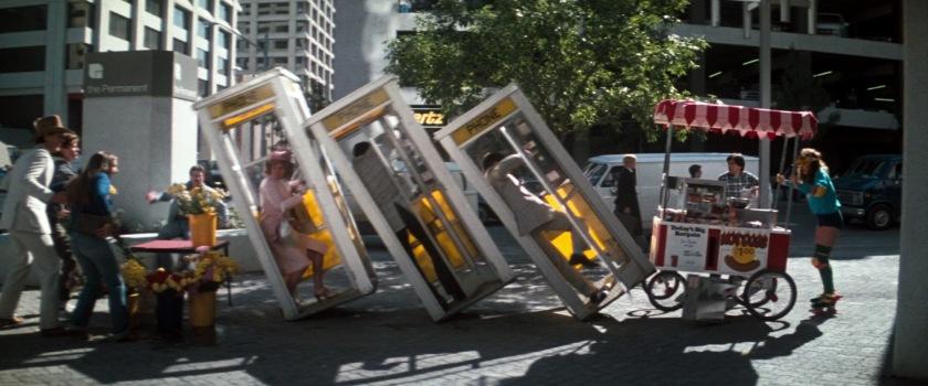 superman 3 cabines telephoniques renversées
