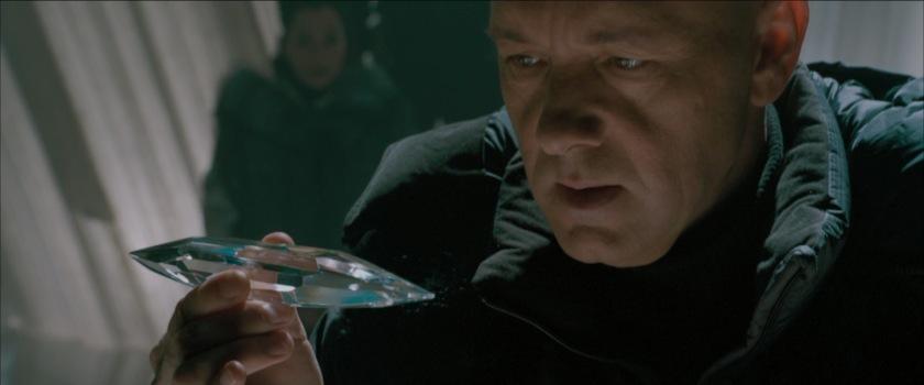 superman-returns lex luthor tenant un cristal de la forteresse de solitude