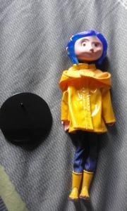 coraline bendy doll de neca et son socle