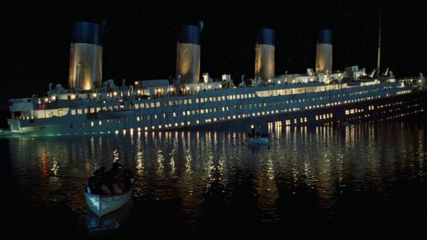 Titanic commencant à couler