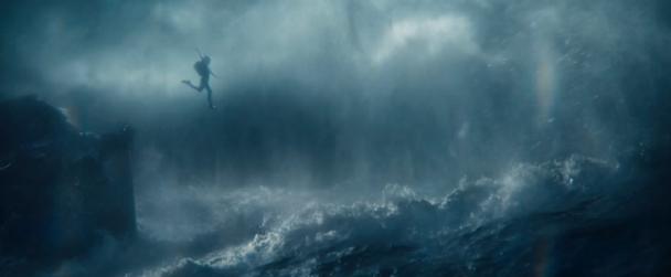 tomb-raider-alicia-vikander saut d'un bateau