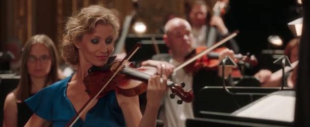 tout le monde debout alexandra lamy jouant du violon