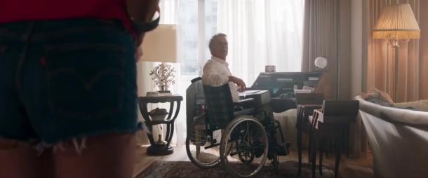 tout le monde debout franck dubosc surprit dans le fauteuil roulant de sa mère decedee