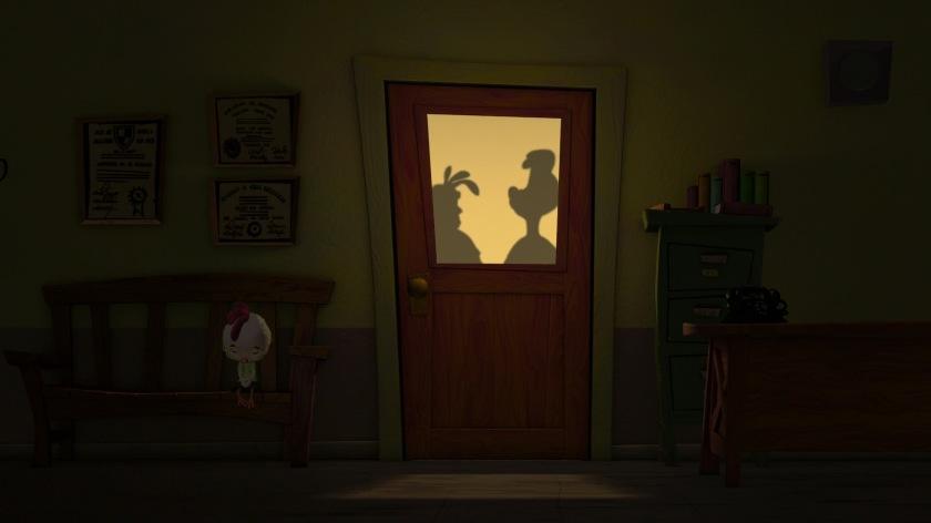 chicken-little-attendant dans le couloir devant le bureau du principal