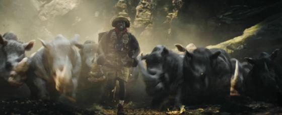 jumanji bienvenue dans la jungle fridge pourchasse par un troupeau de rhinocéros