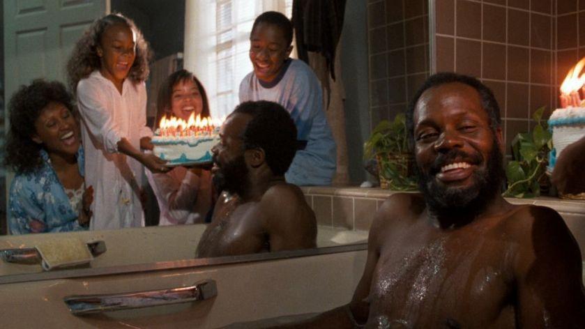 l-arme-fatale-Roger-fetant-son-anniversaire-dans-son-bain-ConvertImage