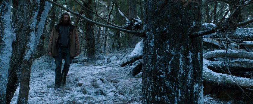 wolverine le combat de l'immortel seul dans la foret