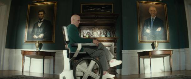 deadpool 2 wade wilson s amusant dans le fauteuil de charles xavier