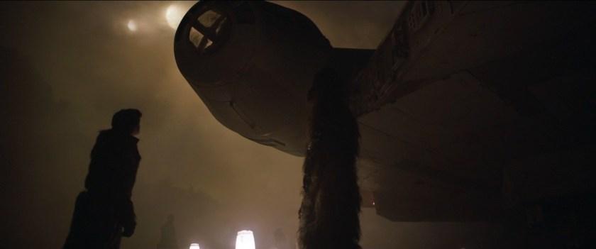 SoloAStarWarsStory han et chewie decouvrent le faucon millenium