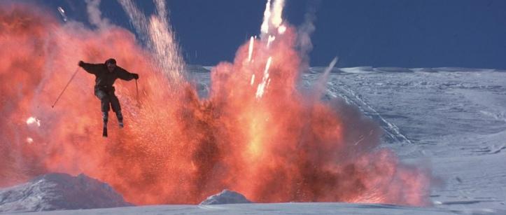 le monde ne suffit pas explosion pendant une balade à ski