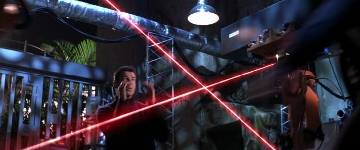 meurs un autre jour un petit combat au milieu des lasers ca vous botte