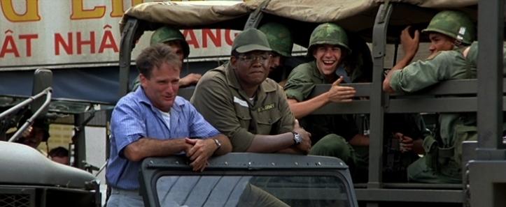 good morning vietnam adrian fait rire les soldats envoyés au front