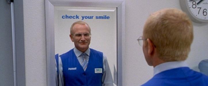 photo obsession sy sourit devant la glace avant d aller travailler