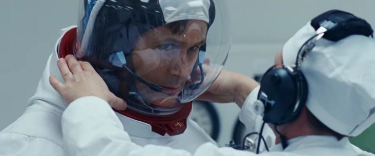 first-man-ryan-gosling-damien-chazelle-pose du casque d'astronaute