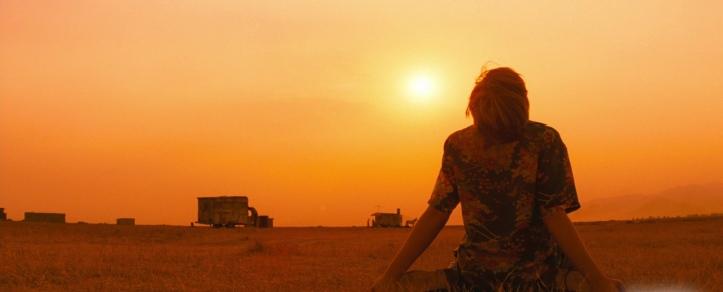romeo plus juliette 1997 romeo pleurant de desespoir dans le desert