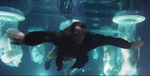 a l'aube du sixieme jour adam gibson nageant dans la cuve de futurs clones
