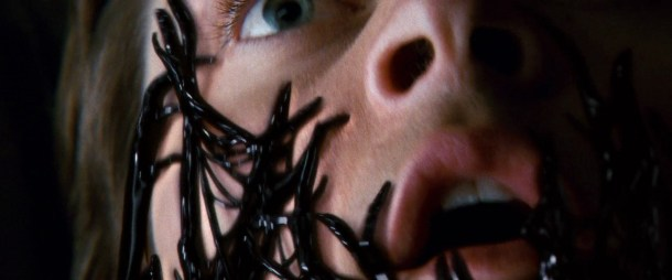 spiderman 3 le symbiote s'emparant de peter