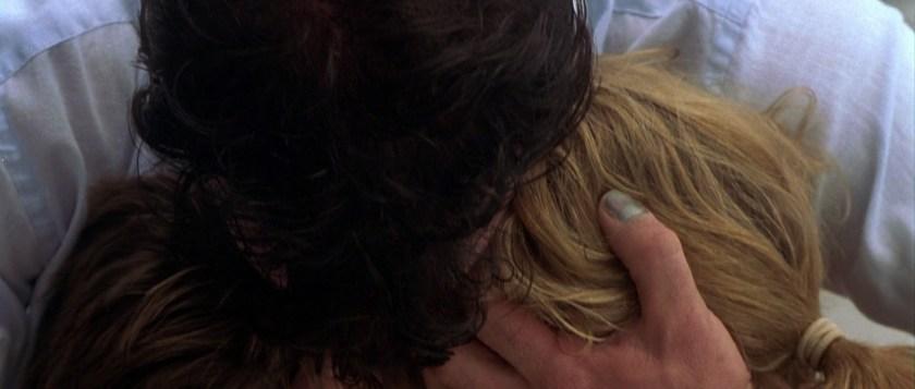 the punisher 2004 frank castle tenant dans ses bras sa femme et son fils sans vie