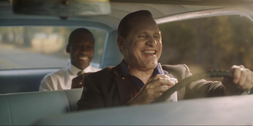green book don et tony rient dans la voiture