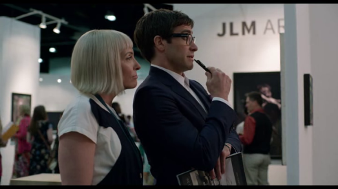 velvet buzzsaw toni colette et jake gyllenhaal face à un tableau