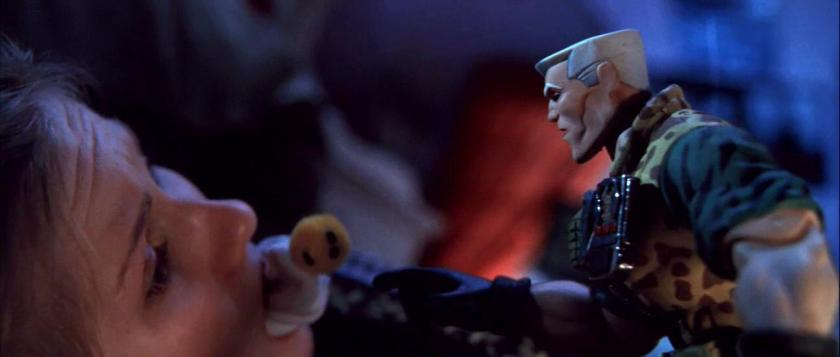 small soldiers chip hazard en compagnie de christy baillonnée