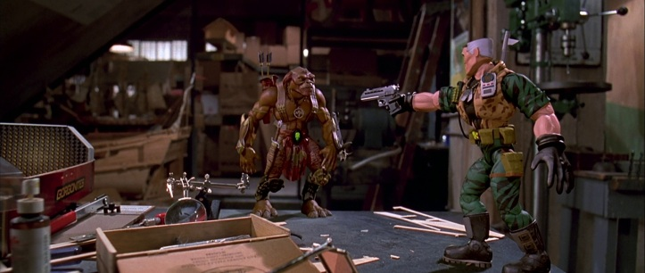 Small soldiers chip tenant en joue archer