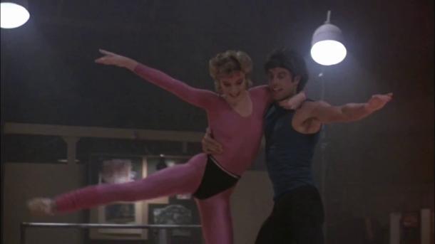 staying alive film tony dansant aux cotés de jackie sa petite amie