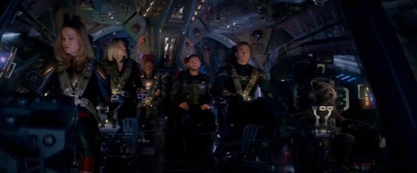 Avengers Endgame Carol danvers pilotant un vaisseau et emmenant les derniers avengers affronter thanos