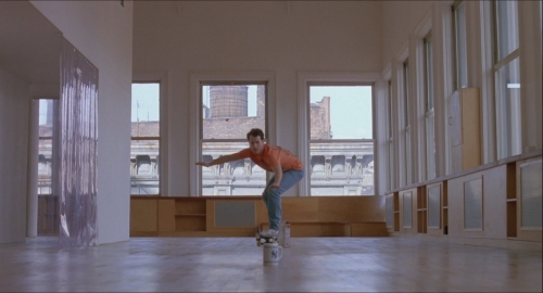 big tom hanks josh fait du skate dans son appartement