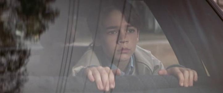 D.A.R.Y.L. 1985 daryl à l'arrière de la voiture de ses véritables parents quitte les Richardson et son meilleur ami Turtle