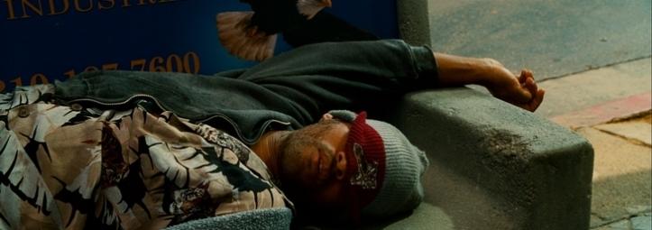 Hancock dormant sur un banc
