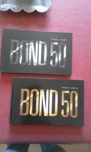 Intégrale Bluray 50ème anniversaire de James Bond l'avant des deux livres contenant les bluray
